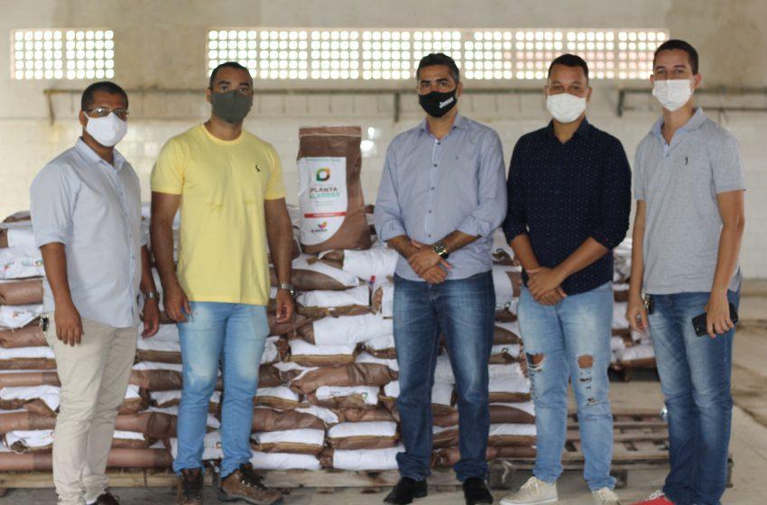 Messias recebe 2 toneladas de sementes para distribuição aos Agricultores do Município