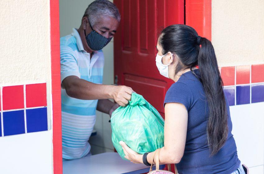 Prefeitura de Messias realiza a entrega de kit merenda aos alunos da rede municipal